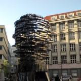 Скульптура Д.Чёрного (Голова Франца Кафки крутится-собирается-разбирается))