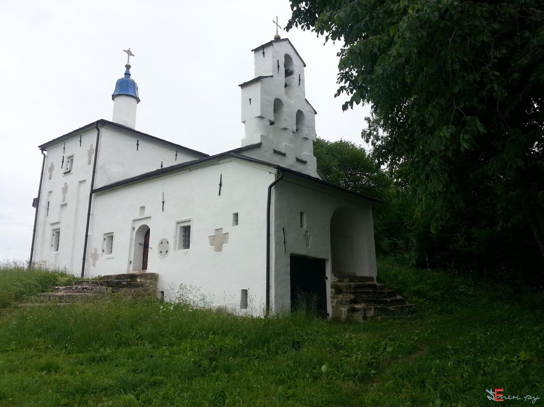 Изборск. Труворово городище. Никольская церковь.