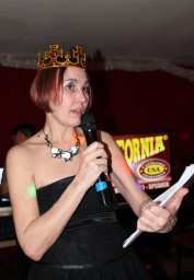 королева в восторге)))